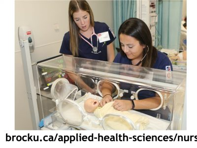 Nursing students learning using a patient simulator